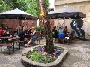 bestes essen duesseldorf noha biergarten innenhof terrasse flingern